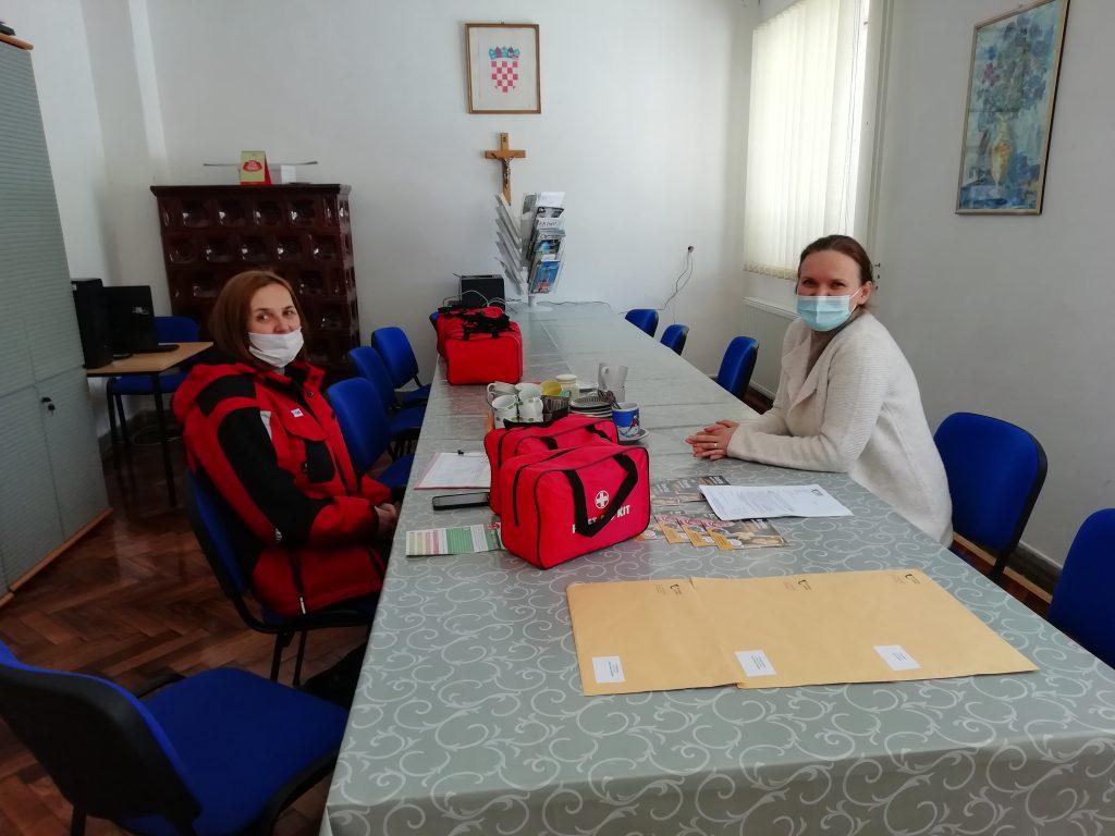 Podjela torbica prve pomoći u vrtićima i školama